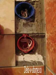 Облицовка стен кафелем с внутренними розетками